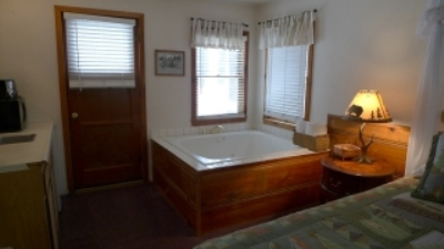 Black Bear Cottage #2 - Spa Suite Image 2